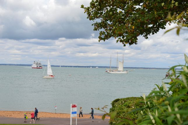 Thumbnail Flat for sale in Grantham Court, 10 Queens Road, Cowes, Isle Of Wight