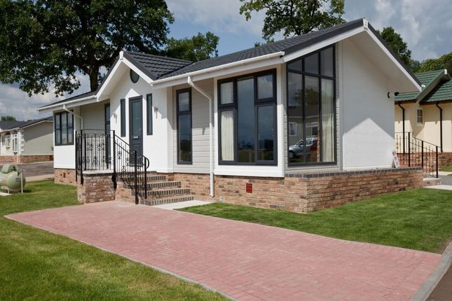 Thumbnail Bungalow for sale in Wardleys Lane, Hambleton, Poulton-Le-Fylde