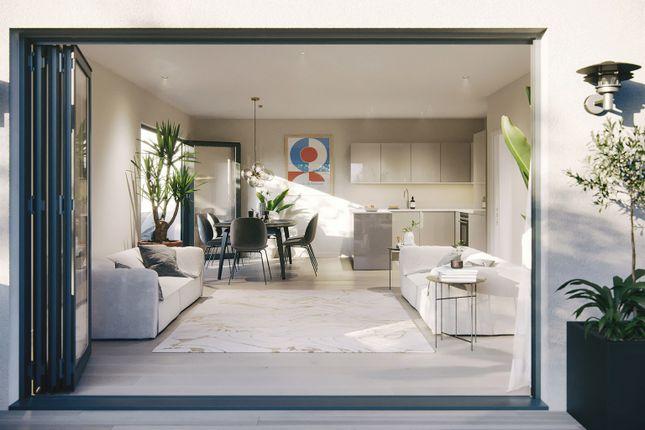 3 bed flat for sale in Raeburn Avenue, Berrylands, Surbiton KT5