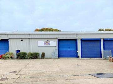 Thumbnail Commercial property to let in Travellers Close, Hatfield
