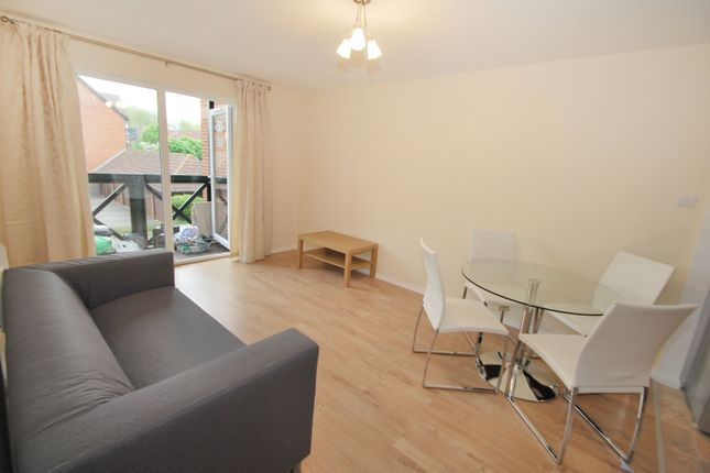 2 bedroom flat to rent in Rose Kiln Lane, Reading