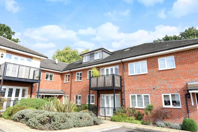 2 bed flat to rent in 4 Cottonham Close, North Finchley, London