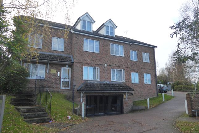 2 bed flat to rent in Half Moon Place, Dunstable, Bedfordshire LU6