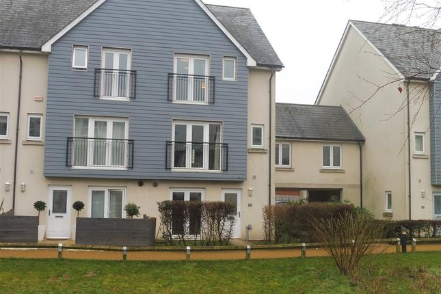 Thumbnail Property to rent in The Moors, Redhill