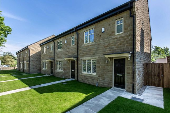 Thumbnail Town house for sale in Barfield Court, Britannia Road, Morley, West Yorkshire