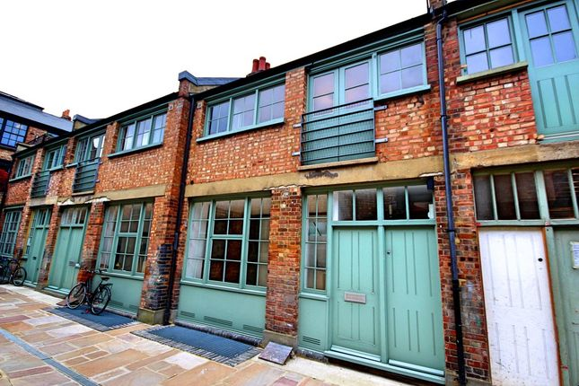 Thumbnail Mews house for sale in Temple Yard, London
