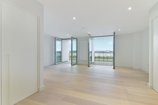 Thumbnail Studio to rent in Liner House, Royal Wharf, London