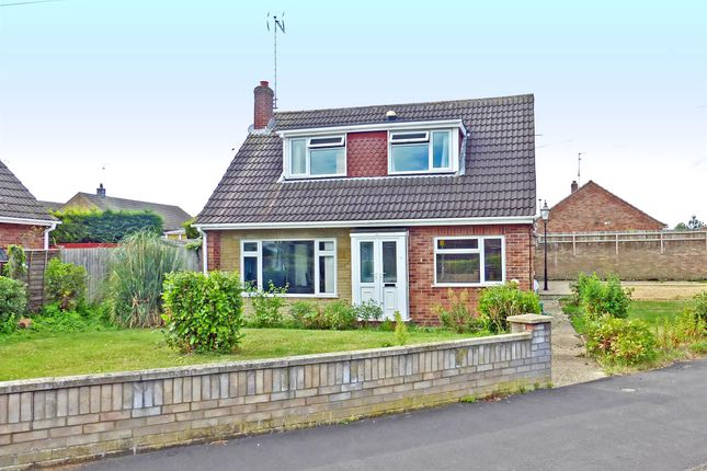 3 bed property for sale in Ullswater Avenue, Gunthorpe, Peterborough