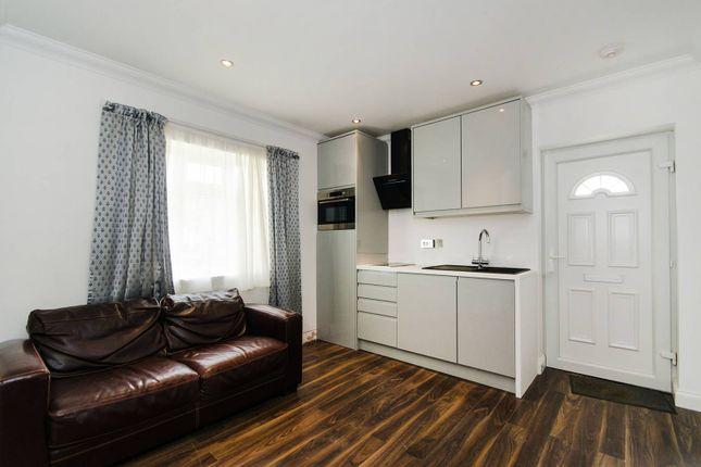 Thumbnail Flat to rent in Hutton Lane, Harrow Weald