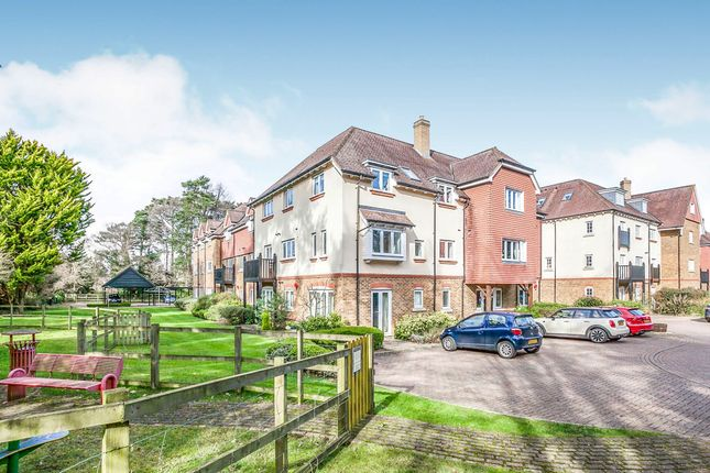 Thumbnail Flat for sale in Copthorne Common Road, Copthorne, Crawley