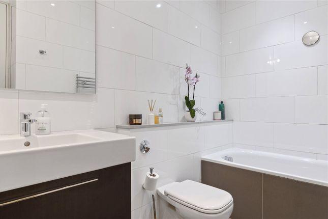 Bathroom of Guilford Street, Bloomsbury, London WC1N