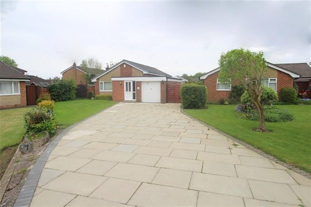 Thumbnail Bungalow to rent in Lyndale Close, Leyland
