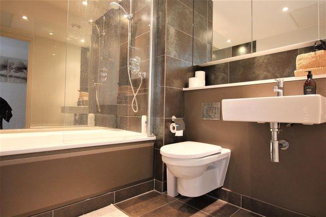 Main Bathroom of The Landmark, Canary Wharf E14