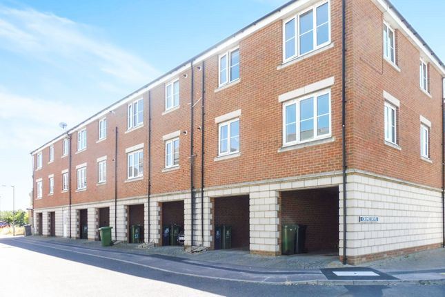 Thumbnail Flat for sale in Ladbrooke Road, Great Yarmouth