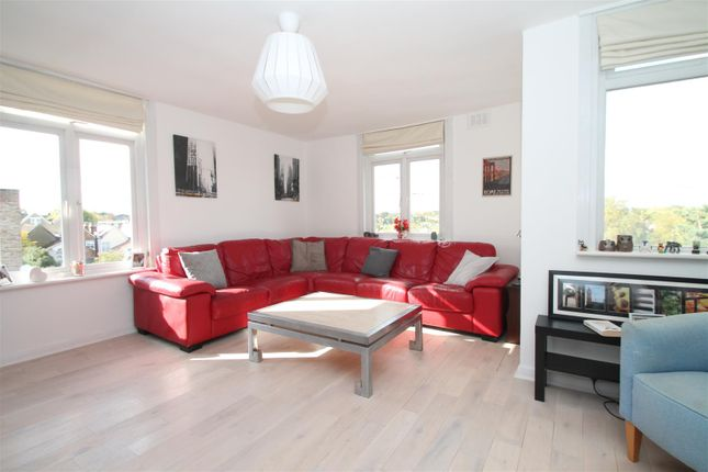 Flat for sale in Holly Park Road, New Southgate, London