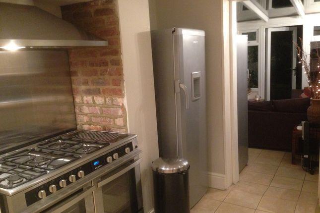 Thumbnail Room to rent in Black Bull Road, Folkestone