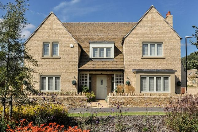 Thumbnail Detached house for sale in Swan Close, South Cerney, Cirencester