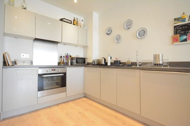 Thumbnail Flat to rent in Ringside, High Street
