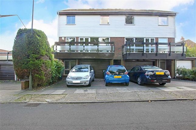 4 bed town house to rent in Badgers Croft, London