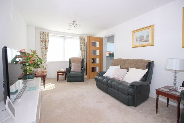 Living Room of Kingswood Court, Sidcup Hill DA14