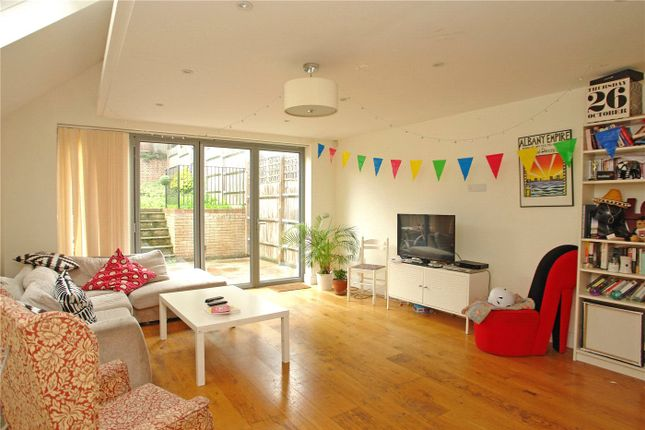 4 bed terraced house to rent in Ansdell Road, Nunhead, London SE15