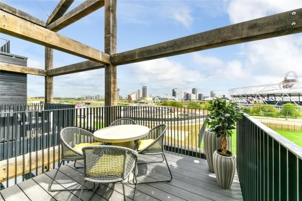 Thumbnail Flat for sale in Carpenters Wharf, Roach Road