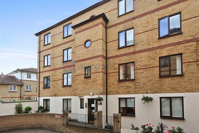 2 bed flat to rent in Rotherhithe Street, London