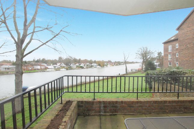 Thumbnail Flat to rent in Hillrise, Manor Road, Walton On Thames