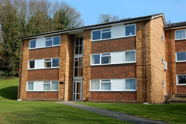 Flat to rent in Hillside Road, Whyteleafe