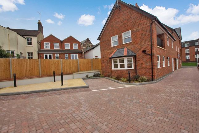 Thumbnail Flat for sale in Alexandra Road, Hemel Hempstead