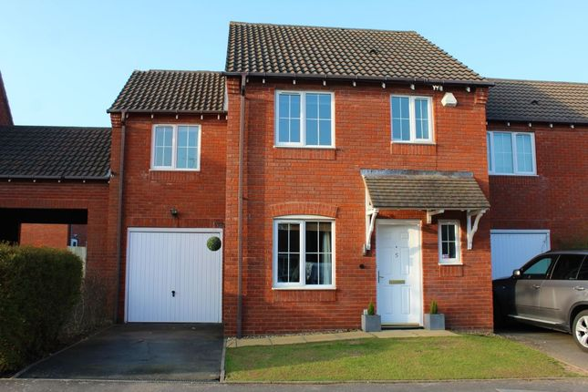 3 bed property for sale in Holyoke Grove, Whitnash, Leamington Spa