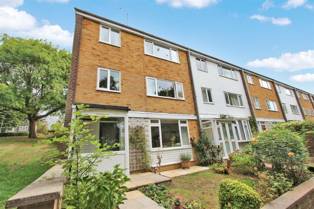 Thumbnail End terrace house for sale in Valleyside, Warners End, Hemel Hempstead