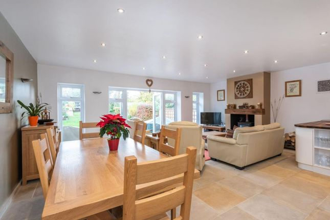 Reception of Ferndale Avenue, Chertsey KT16