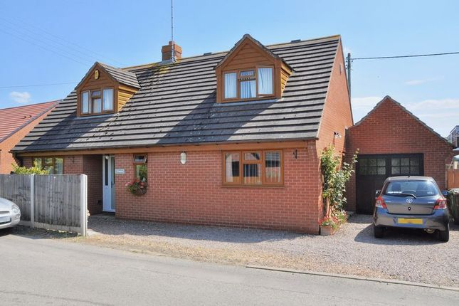 Thumbnail Detached house for sale in Leasowes Road, Offenham, Evesham