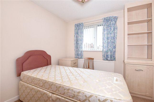 2 bedroom flat for sale 44023672 primelocation for Bedroom furniture yeovil