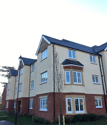Thumbnail Flat for sale in The Lawns, Preston Hall, Aylesford, Kent