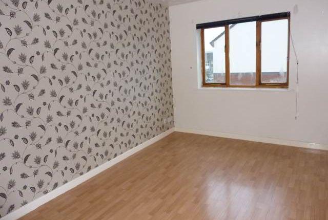 2 bed flat to rent in Waun Burgess, Carmarthen SA31