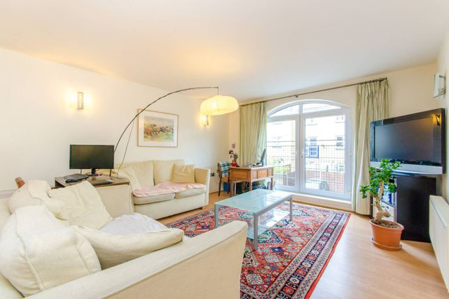 Thumbnail Flat to rent in Cold Harbour, Canary Wharf