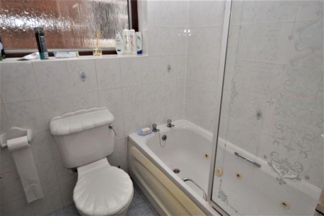 Bathroom of Cranborne Chase, Clifford Park, Coventry CV2