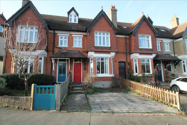 Thumbnail Flat to rent in Downs Road, Coulsdon