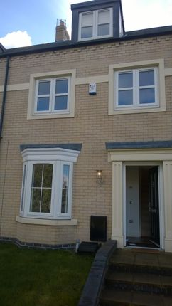 Thumbnail Town house to rent in Great Gutter Lane East, Willerby, Hull