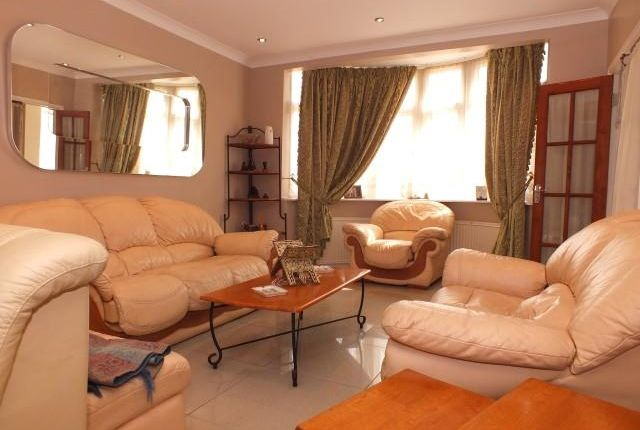 4 bed semi-detached house to rent in Twyford Abbey Road, London