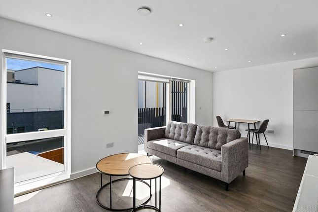 Thumbnail Flat to rent in Denning Avenue, Croydon
