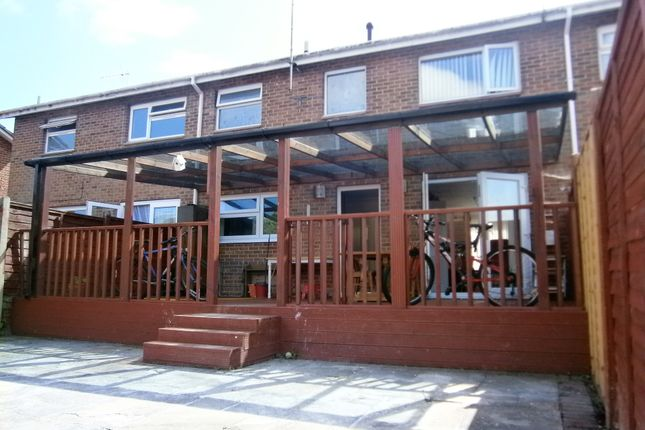 Thumbnail Terraced house for sale in Dale Close, Poole