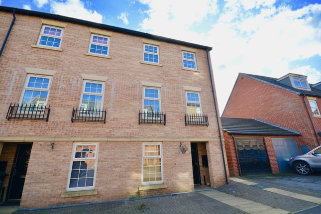 Thumbnail Town house to rent in Wheatcrofts, Barnsley