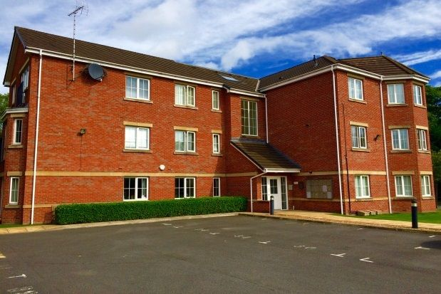 Thumbnail Flat to rent in Wilmslow Road, Handforth, Wilmslow