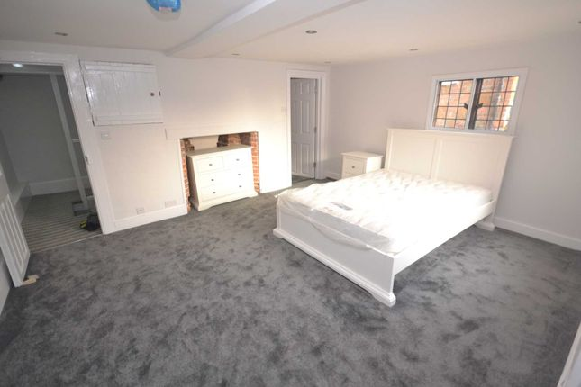 Thumbnail Flat to rent in London Street, Reading
