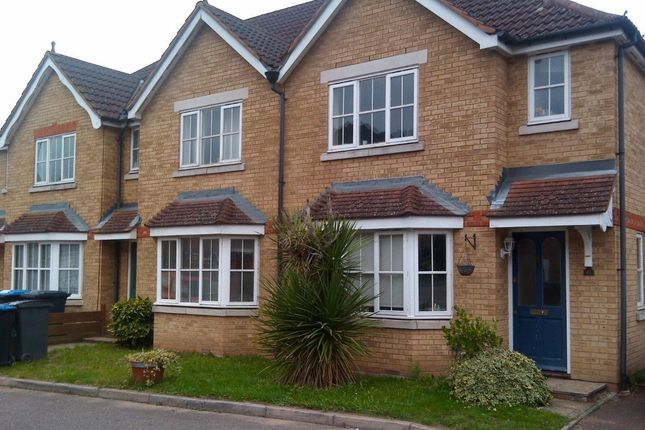 Thumbnail Property to rent in Nightingale Shott, Egham