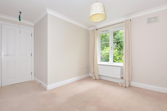 Picture 14 of Finchampstead, Wokingham RG40