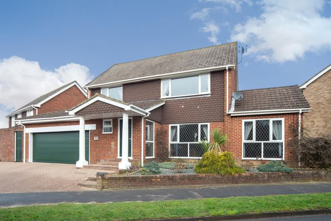 Thumbnail Detached house for sale in Mentmore Crescent, Dunstable, Bedfordshire